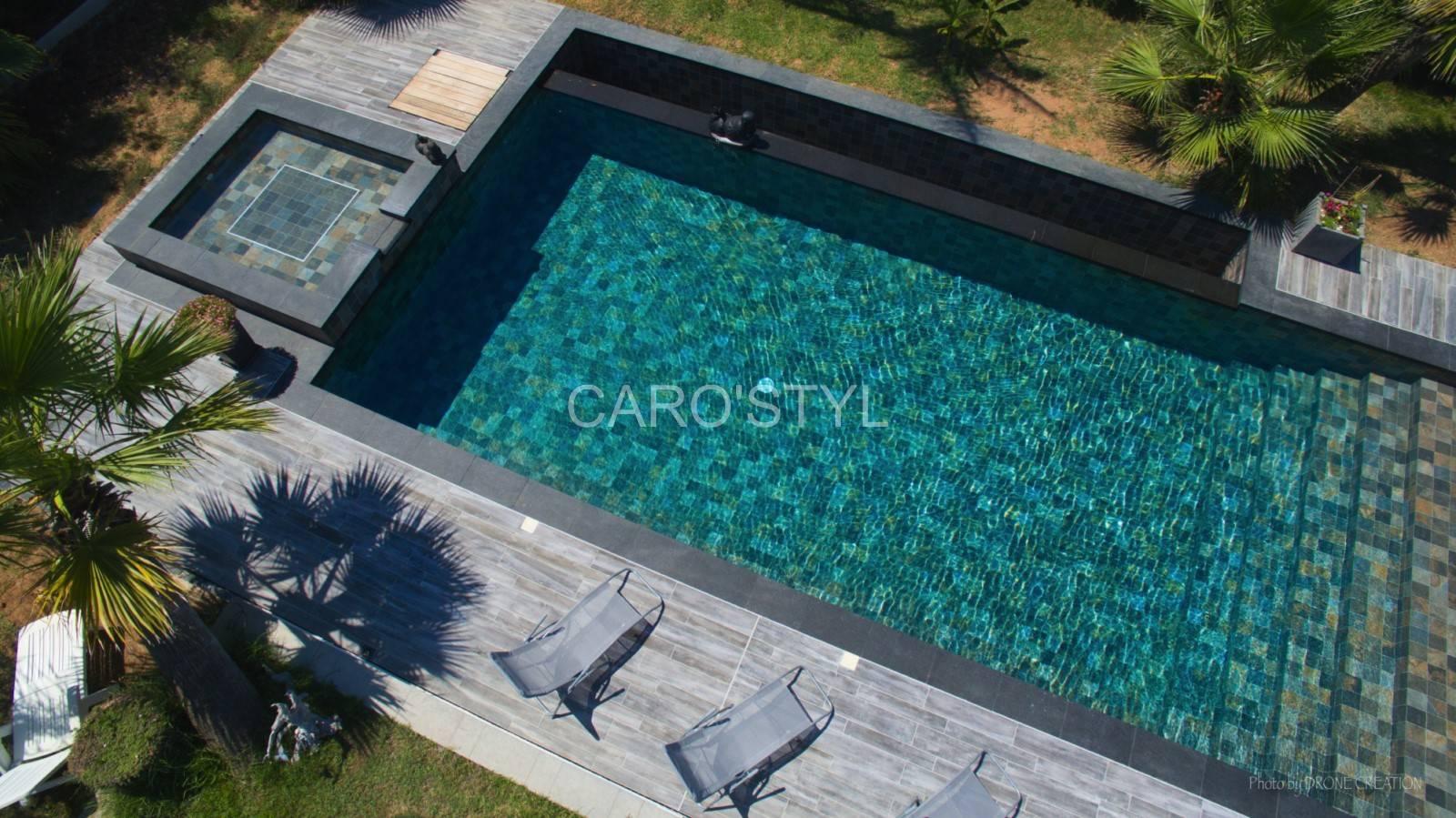 Carrelage green bali 15x15 pour une piscine aux nuances de verts vente de carrelage et - Carrelage piscine moderne ...