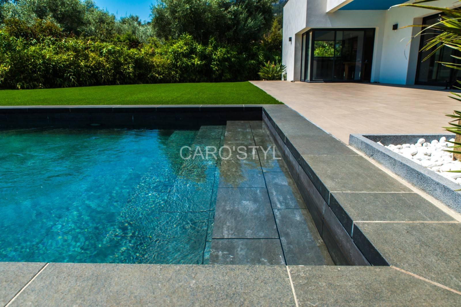 carrelage pas cher pour piscine en b ton enterr e pr s de. Black Bedroom Furniture Sets. Home Design Ideas